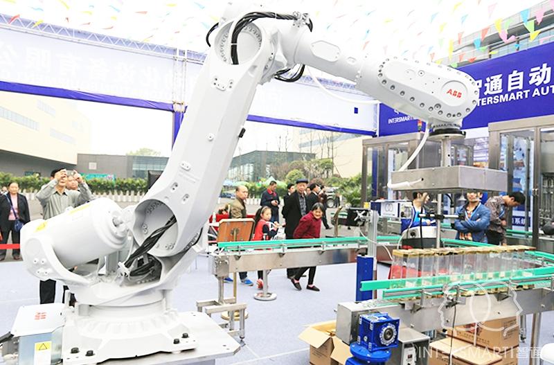 酒类自动化包装及码垛机器人